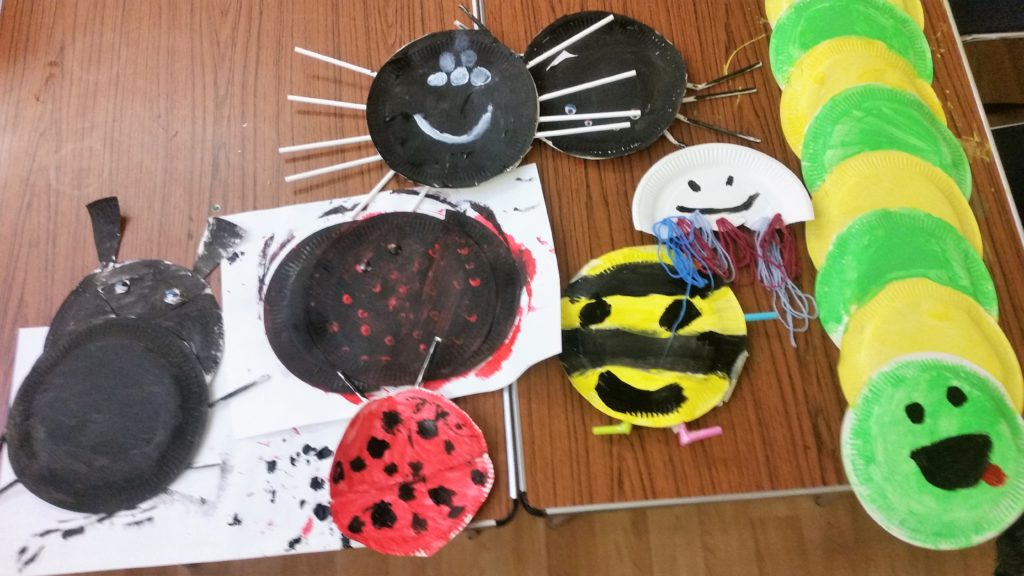 paper plates made into creepy crawlers